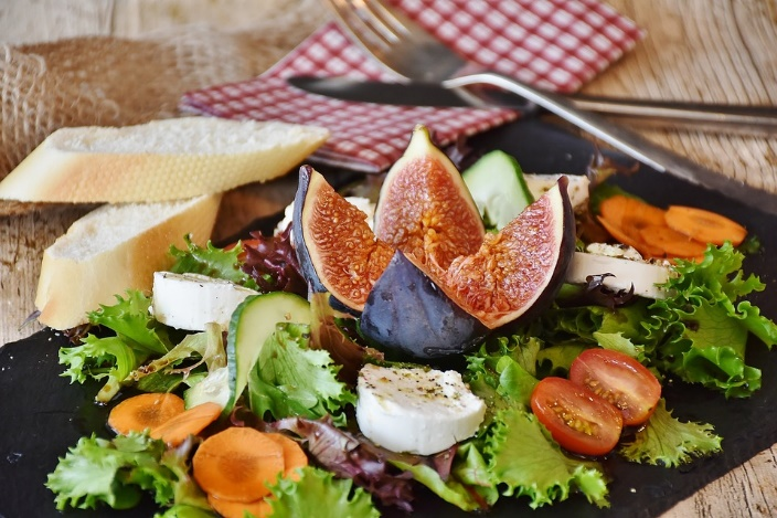 Salad-with-fruit
